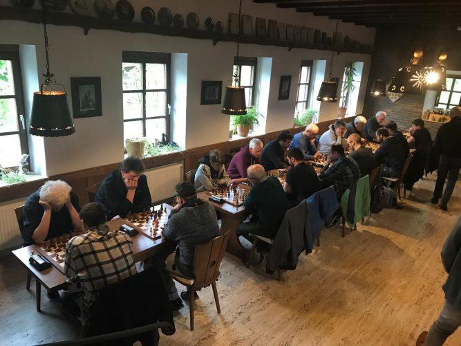 Charlotte Sanati und Lukas Winterberg sind Rheinland-Pfalz-Meister im Schnellschach