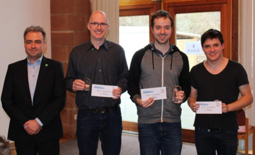 v.l.n.r.: Landesspielleiter Gregor Johann, GM Ralf Appel (2.), IM Johannes Carow (1.), FM Pascal Barzen (3.)