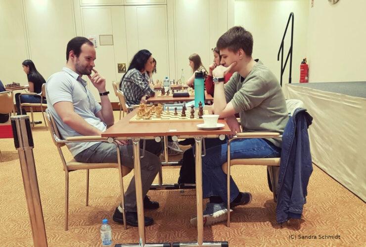 Martin Heider in seiner Partie gegen den neuen Deutschen Schnellschachmeister GM Rasmus Svane
